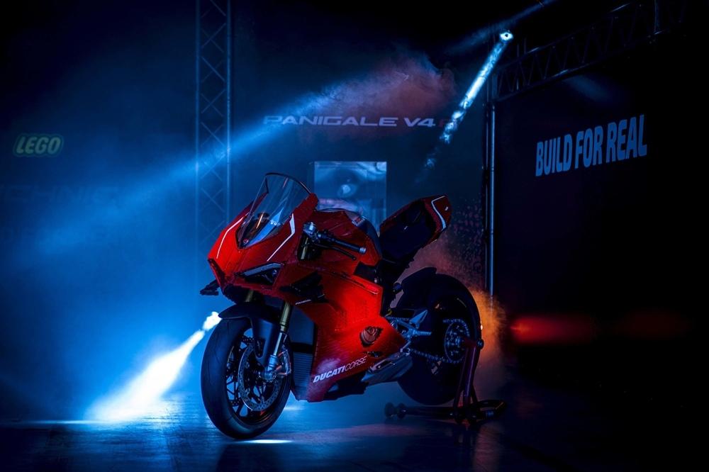Лего в реальный размер Ducati Panigale V4 R