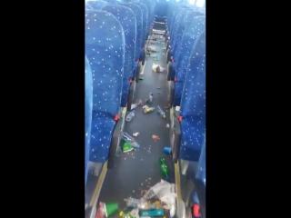 Смотрите какой автобус после поездки иранских болельщиков...