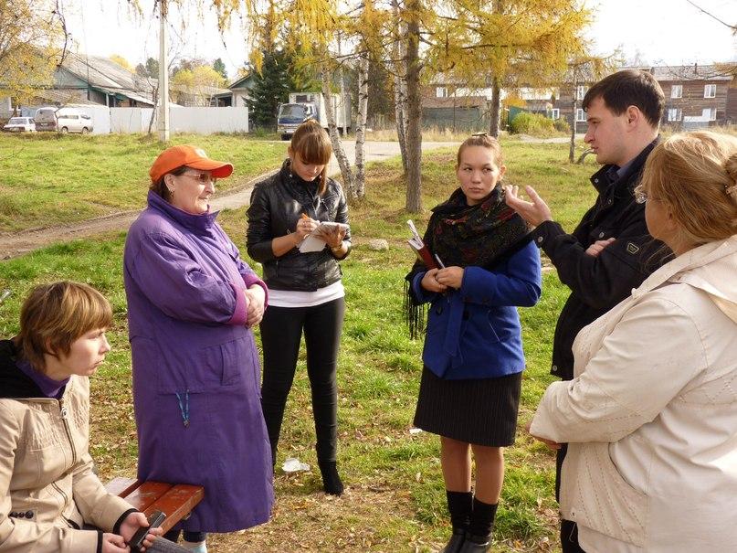 Встреча Евгения Валова и Александры Поповой с жителями микрорайона Строитель