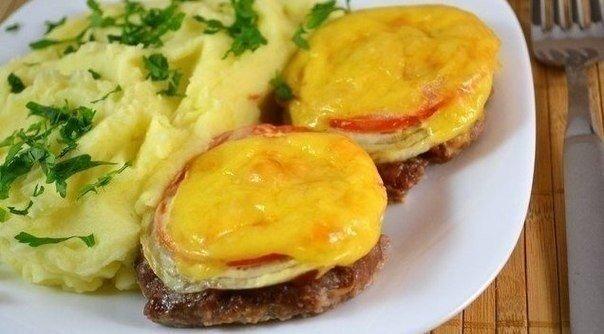 «Котлеты в духовке с овощами и сыром»