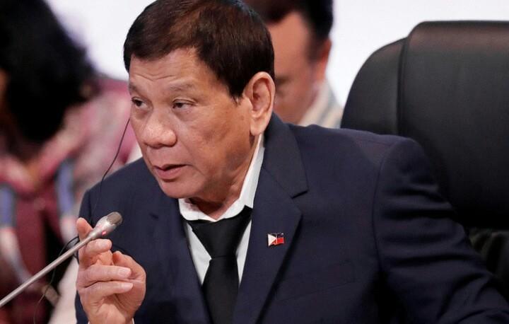 Президент Филиппин пообещал подать в отставку, если ему докажут существование бога