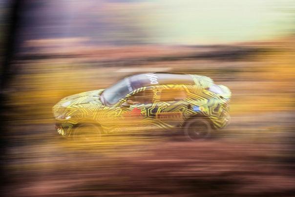 Aston Martin опубликовал фотографии своего первого кроссовера.