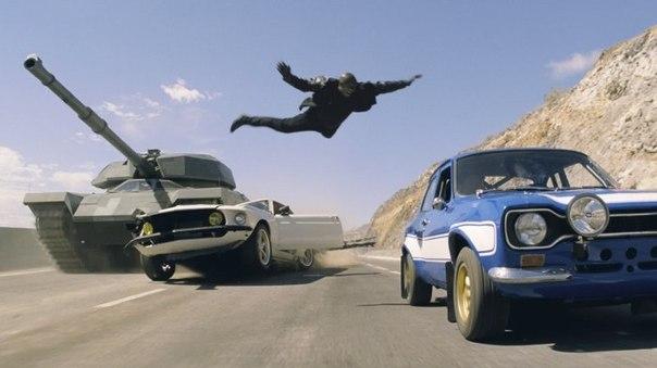 Роман прыгает с танка