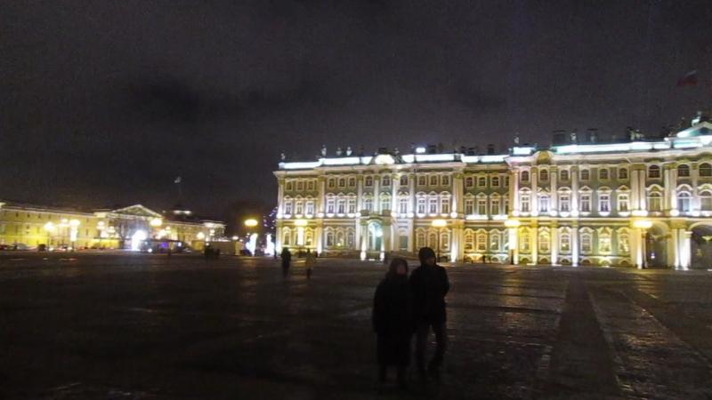 Новогодняя ёлка на Дворцовой радует не только приезжих, но и горожан. вид.6