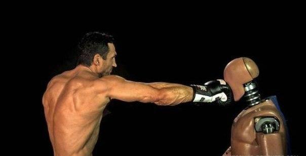 Володимир Кличко вкладає в удар 700 кг