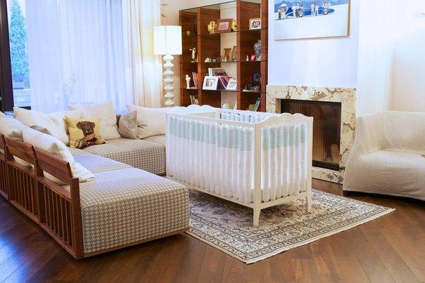 Оригинальное решение от компании «Мастерская облаков» Специально для комфорта и безопасности самого близкого на свете человечка мы разработали фенс-бамперы — борты в кроватку для новорожденных нового поколения! Помимо оригинальной, запатентованной конструкции важно знать, что каждый комплект постельного белья производится ограниченным тиражем - от трех до 15 экземпляров. Преимущества фенс-бамперов: + Не задерживают воздух – естественная вентиляция + Защищают голову и тело малыша по всему…