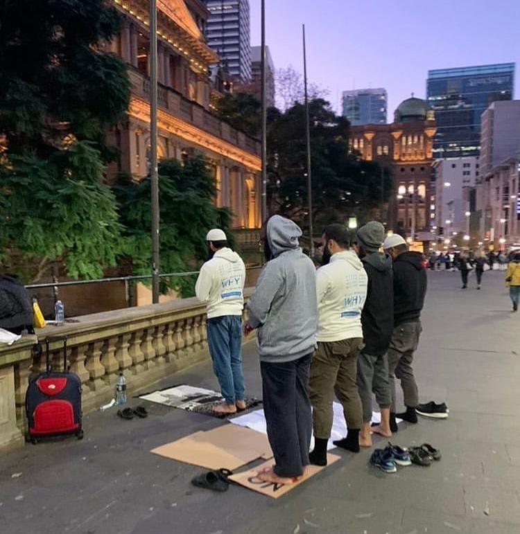 #намаз в Сиднеи. Во время протеста #ЖизниЧерныхИмеютЗначение