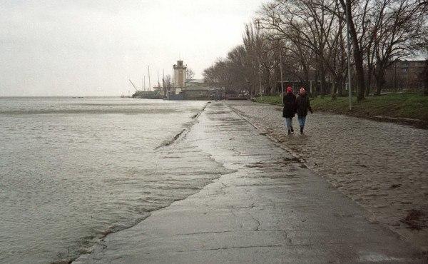 Из-за сильного ветра и нагонных явлений Таганрог может подтопить