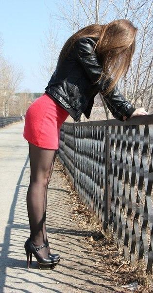 Slutty bigtit dark brown hair woman