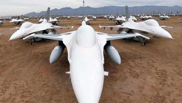 Два американских истребителя F-16 столкнулись в небе: http://ria.ru/world/20160608/1444433921.html