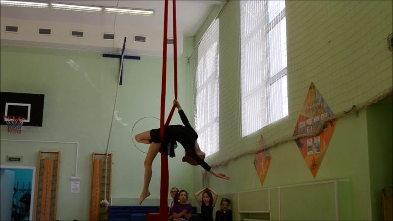Алена Доронина, 8 лет, 4 месяца занятий воздушной гимнастикой