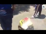 Les noirs en Afrique du Sud scandent