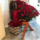 Настоящий мужчина дарит своей любимой цветы, хотя бы просто потому, что она есть в его жизни.