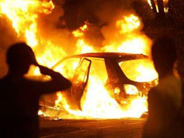 В Таганроге сгорели «ВАЗ- 2107» и Ford Focus