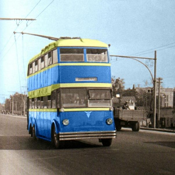 Двухэтажный троллейбус ЯТБ3