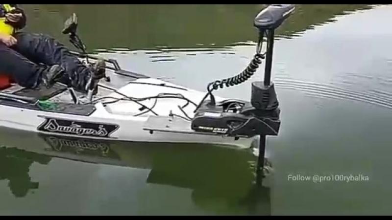 крутая моторная лодка
