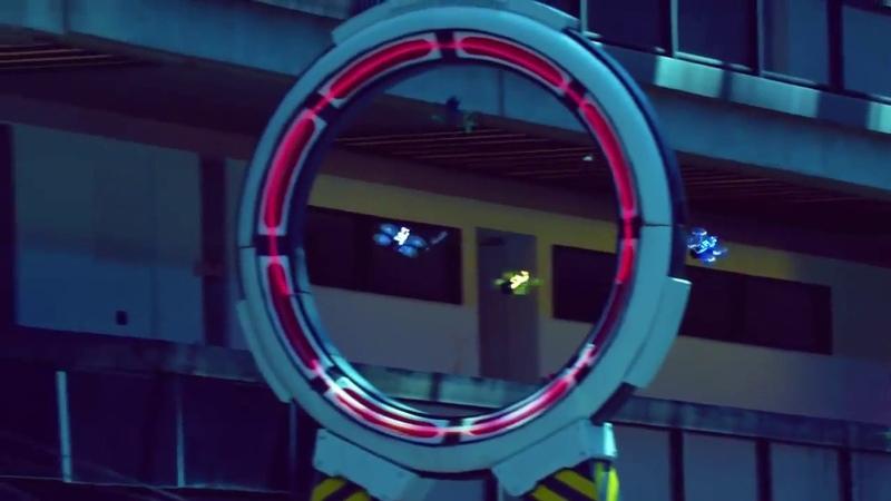 Зрелищные гонки на квадрокоптерах!! полет на дронах в очках виртуальной реальности.!! крутое!!