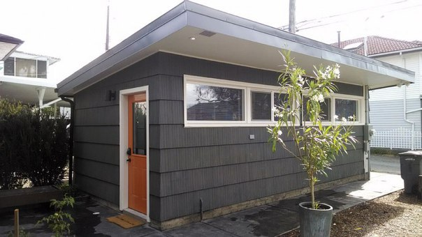 Уютный домик из старого гаража
