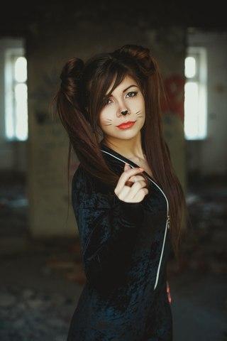 Девушка кошечка фото