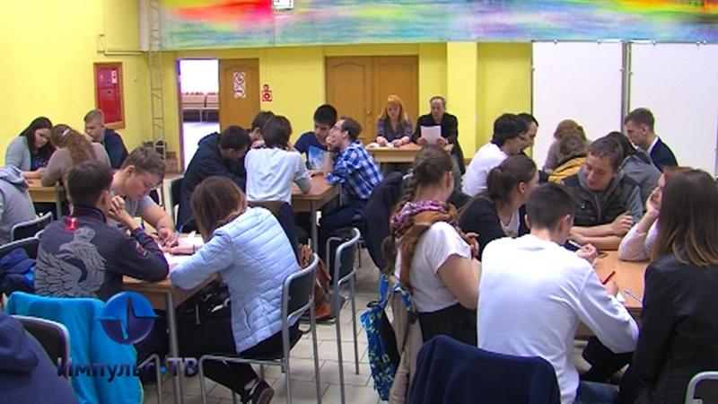 В ДК ЛК состоялся интеллектуальный турнир среди студенческих команд