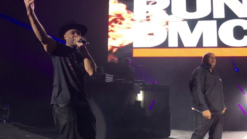 Run DMC исполнили треки It's Like That / It's Tricky в Лондоне, в рамках Eventim Apollo. (5 июля 2018 г.)