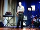 Соло на саксофоне. Музыкант-саксофонист Евгений.