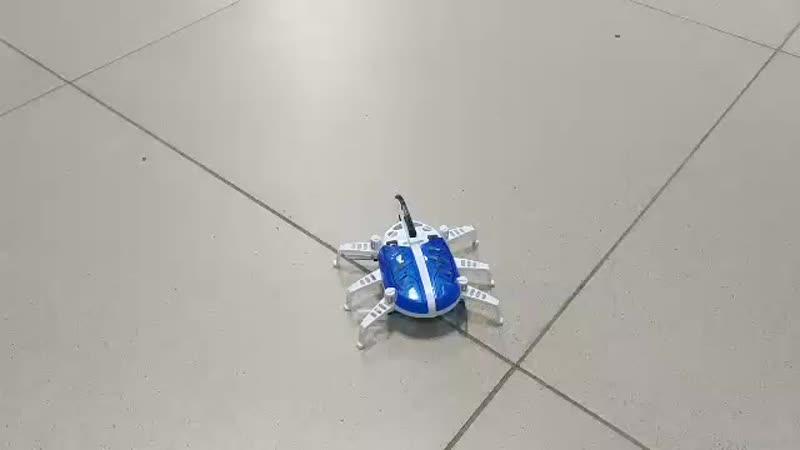 SILVERLIT 88555 Интерактивный летающий робот на Р/У BEETLE BOT 3 канала в коробке.