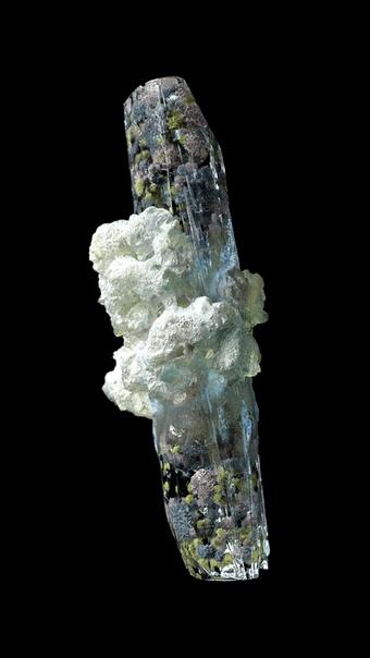 Тонкости образования минеральных отложений в кристаллах. В новом очаровательном видео под названием «В ожидании нахождения» Дэн Хуперт углубляется в детали образования минералов Земли. Дизайнер