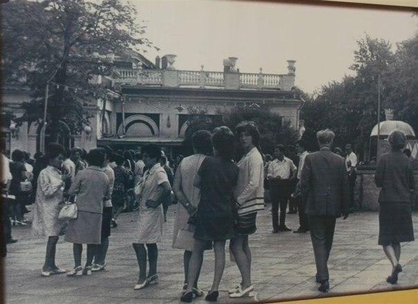 Сад Эрмитаж - романтическое местечко в Москве.