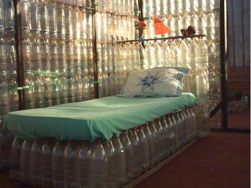 Кровать из пластиковых бутылок JaY1xxLN62Q
