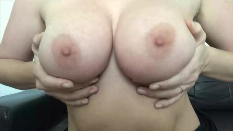Показывает сиськи титьки грудь сисечки эротика шалава сосочки размерчик порево сексуально оргазм мжм milf mom big tits pornhub