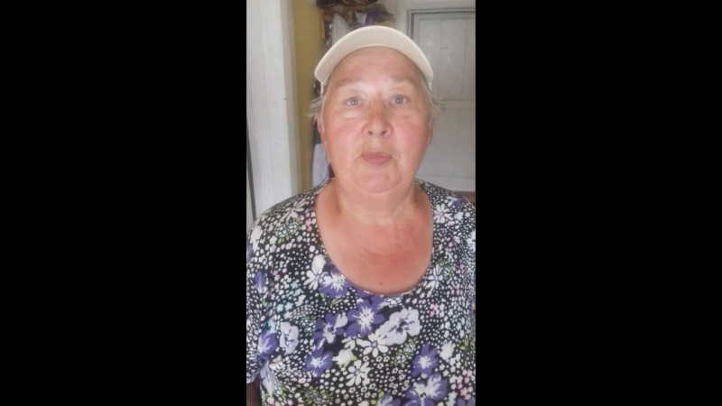 Мама на призыв Любы слепить пироги определённой формы