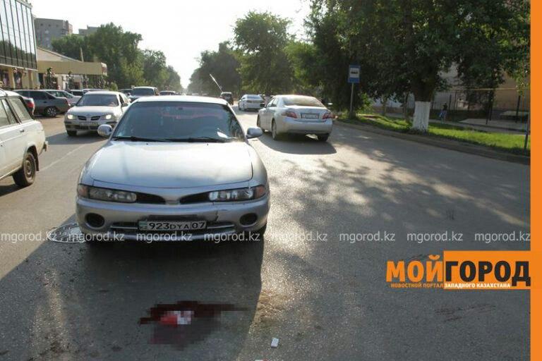 В Уральске пешеход попал под колеса двух автомобилей