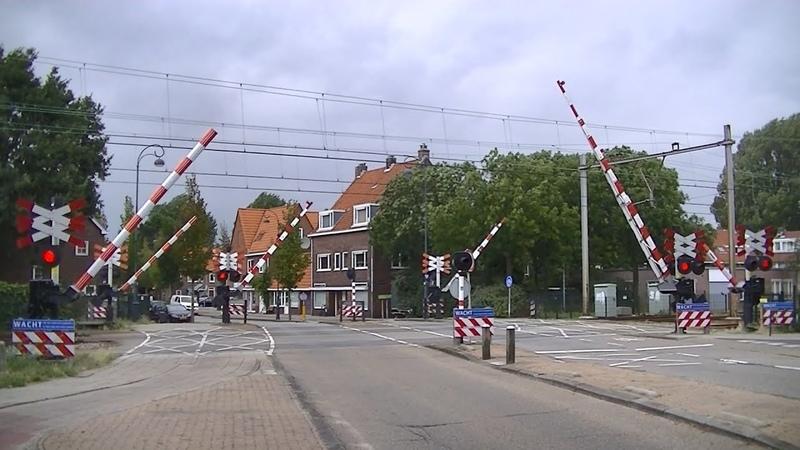 Spoorwegovergang Haarlem Dutch railroad crossing