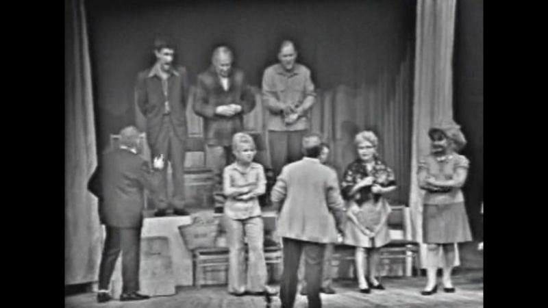Пой ласточка пой Жилищнобытовая аратория для хора с ЖЭКом Отрывок из телеспектакля Маленькие комедии большого дома
