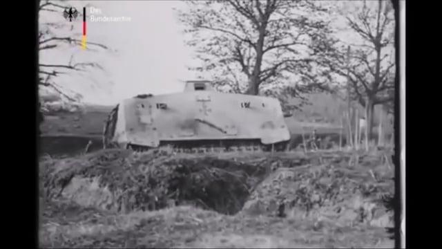 танк A7V в движении 1918 год