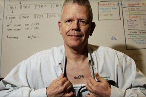 f555a21502e5 Почему многие врачи носят татуировки с посланием