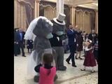 Танец жениха и невесты мишки теди очень красиво