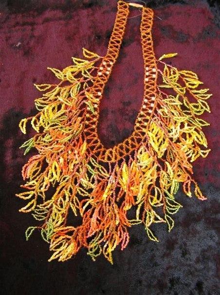 Из бисера можно сплести оригинальные браслеты, колье различной сложности, подвески, броши.