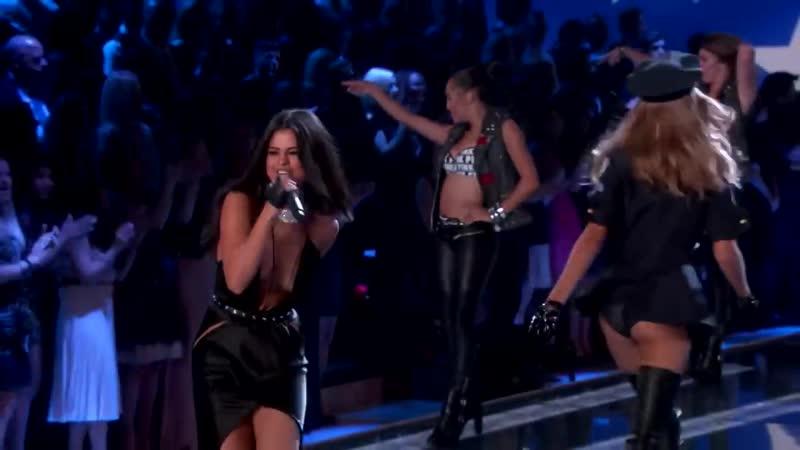 Выступление с песнями «Hands To Myself» и «Me My Girls» на модном показе «Victorias Secret» в Нью-Йорке (10 ноября 2015)