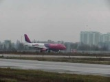 Взлет самолета Airbus A320 Wizz Air Ukraine аэропорт Жуляны (Киев)