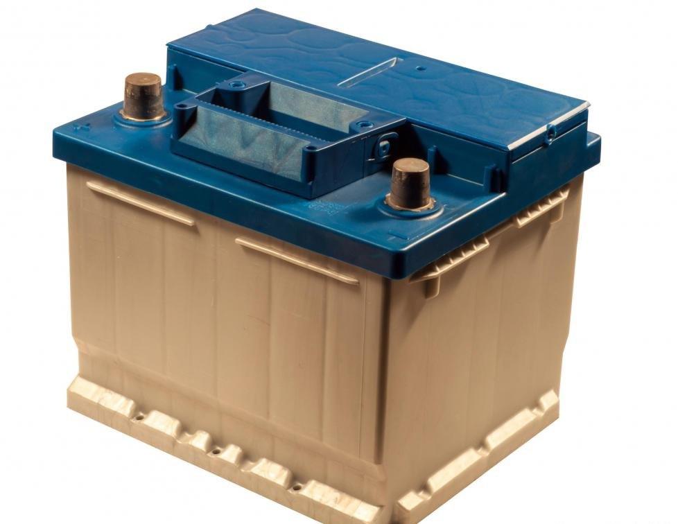 Магнитный провод в катушке зажигания используется для передачи питания от аккумуляторной батареи автомобиля.