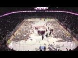 Болельщики бросили на лед 25 921 плюшевых мишек в честь победы своей команды по хоккею