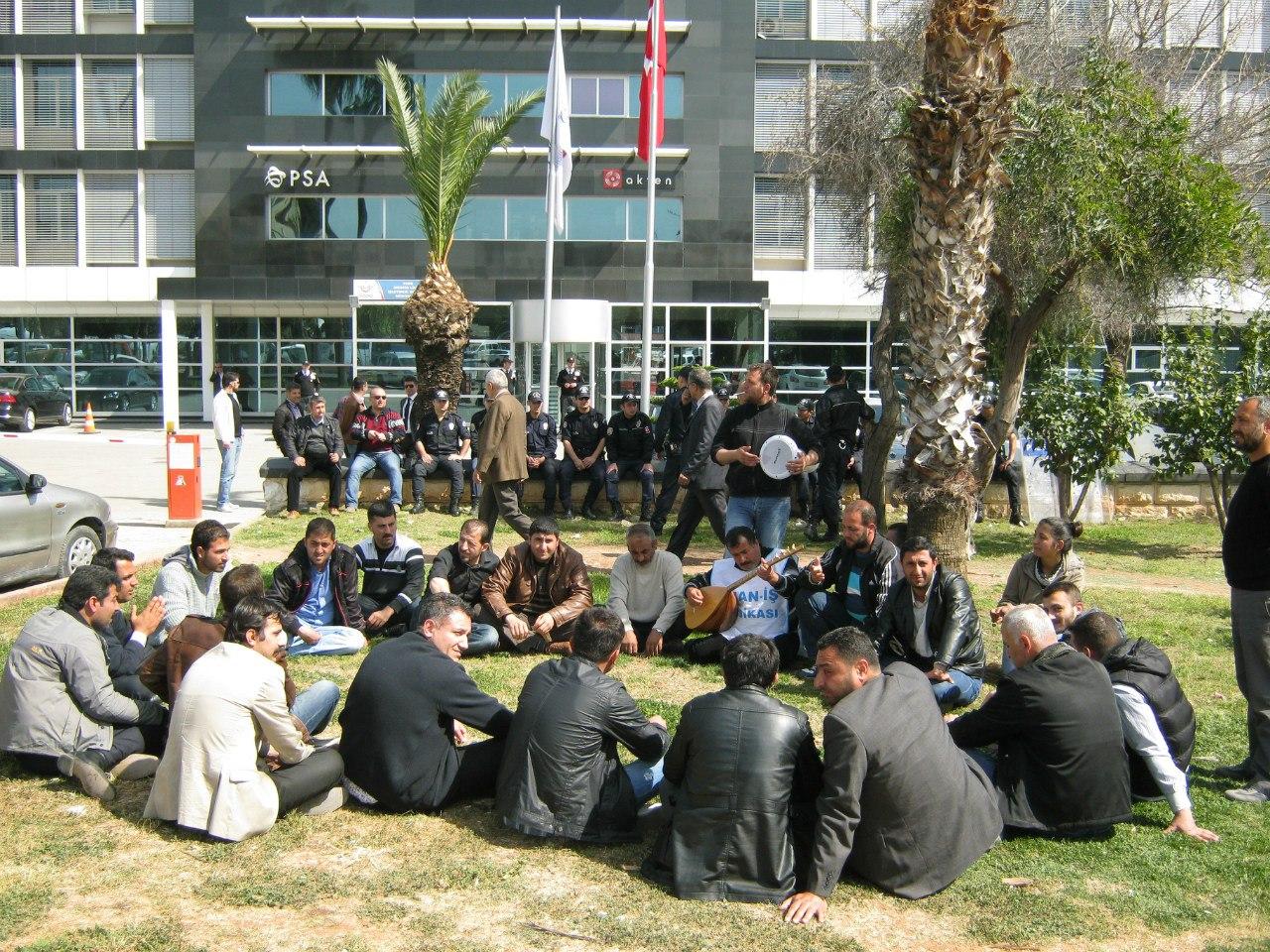 сотрудники порта в Турции протестуют