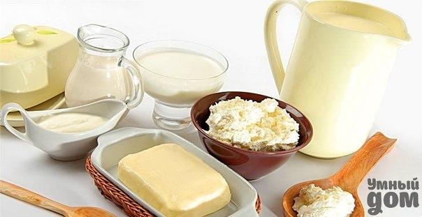 Маленькие хитрости на кухне. Молочные продукты Молоко очень быстро впитывает запахи поэтому его надо хранить в посуде с закрытой крышкой. Дольше сохранить молоко в зимнее время можно:перед кипячением добавить в него немного сахара 1.2 ст.ложки на 1 литр молока,а летом соды на кончике ножа. Молоко не прокиснет если в него положить лист хрена.Другой способ хранения:посуду с молоком накройте крышкой,поставьте в кастрюлю наполненную водой,накинув сверху салфетку или полотенце ,погрузив его концы в…