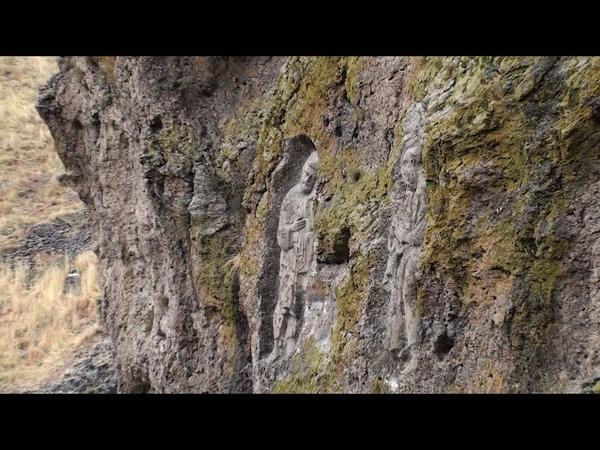 Гора и пещера рядом с церковью Петра и Павла, Погос и Петрос под Ереваном