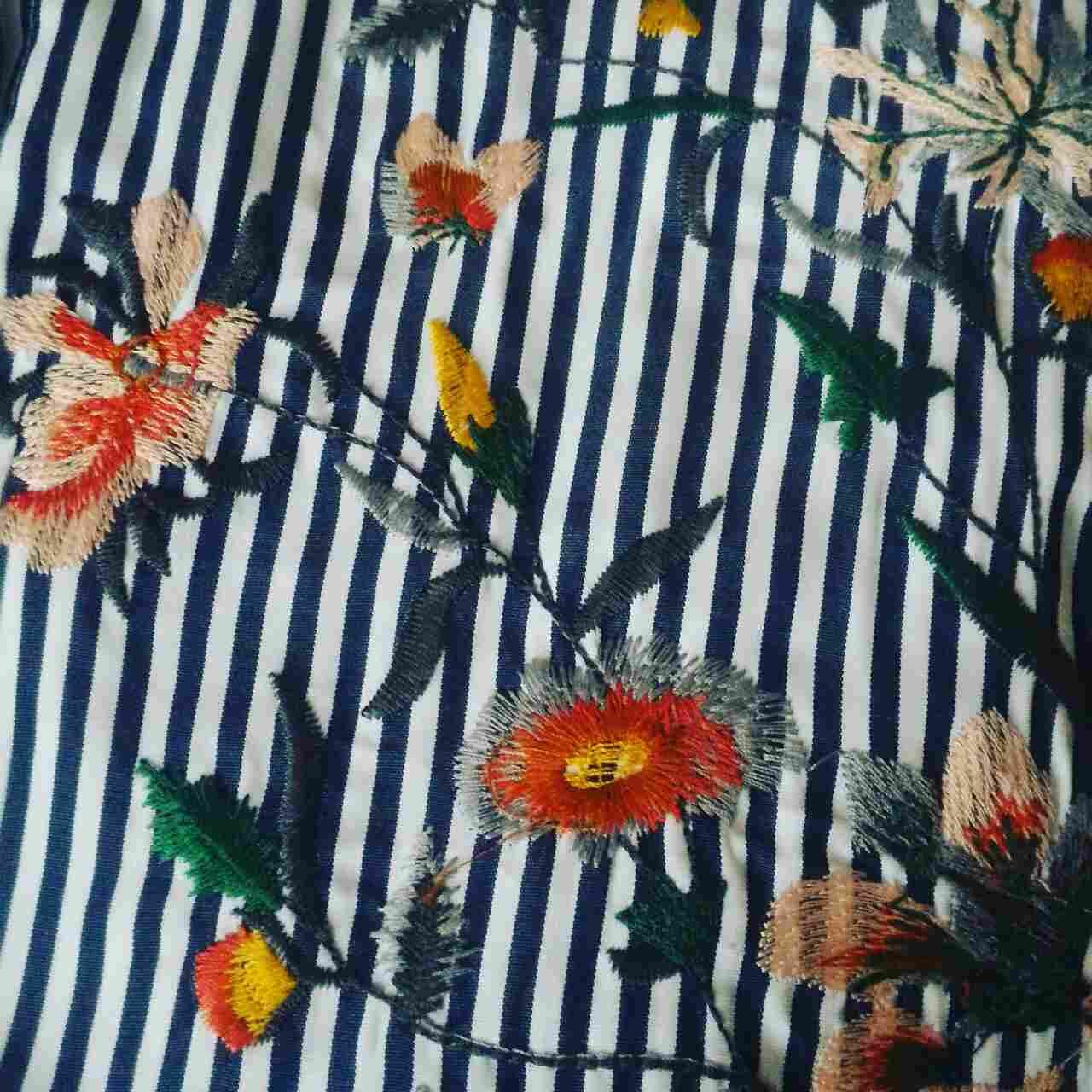 Отменная рубашка с очаровательной вышивкой