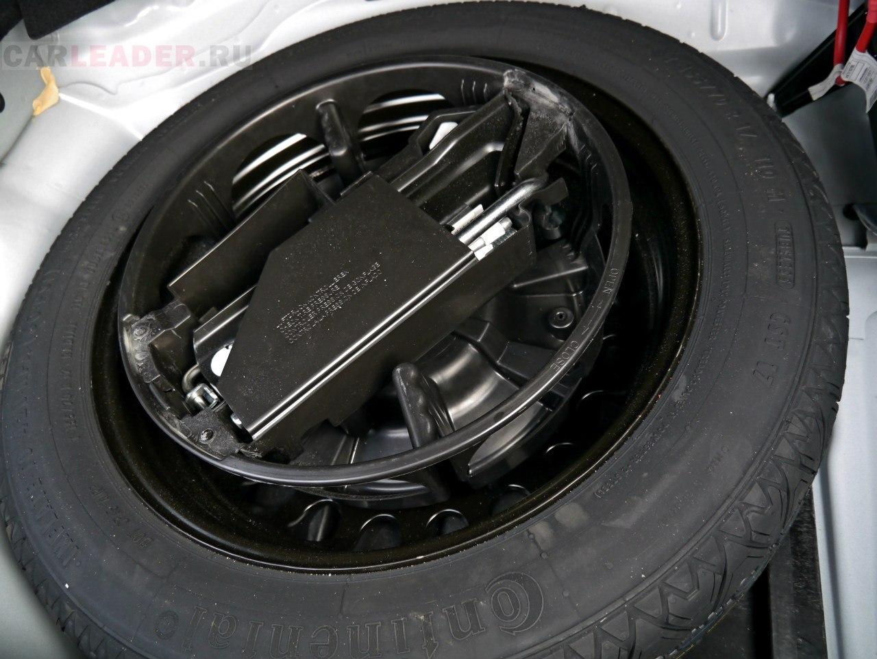Запасное колесо почти полноразмерное.