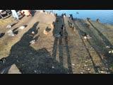 Плотина и шлюз на реке Любуче в музее-усадьбе Остафьево.Утки и селезни плавают и греются на берегу.