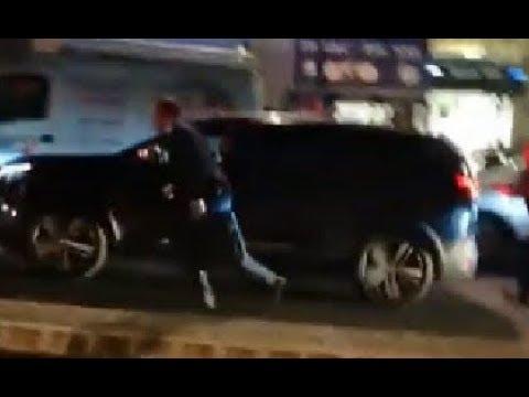 Macron Coursé par le Peuple de France s enfui comme un Voleur Puy en Velay